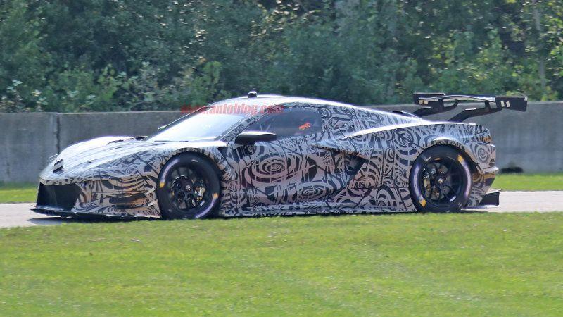 Chevy Corvette C8 R Mid Engine Race Car Spied With Little Camouflage Chevy Corvette Corvette Car