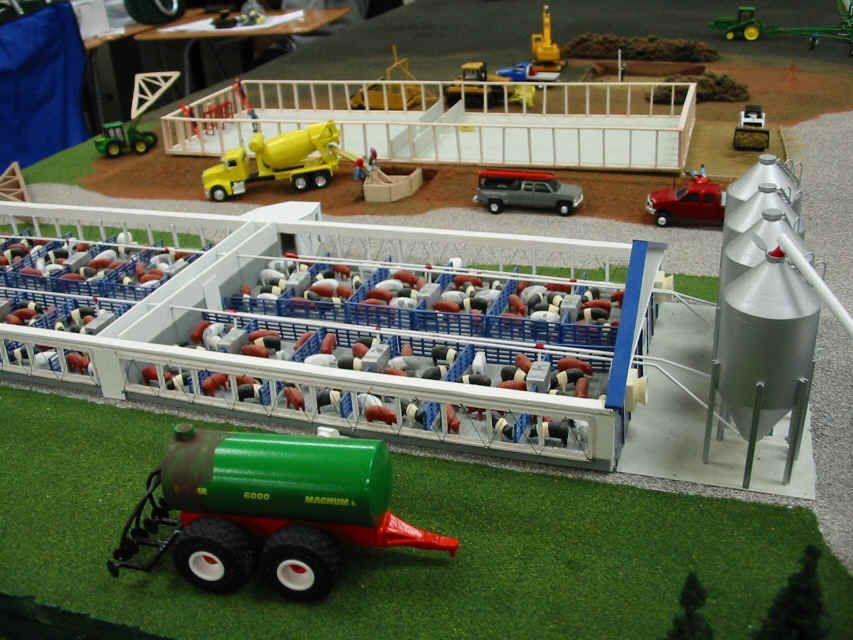 Custom farm toy displays 1 64 scale model 1 pinterest for 1 64 farm layouts