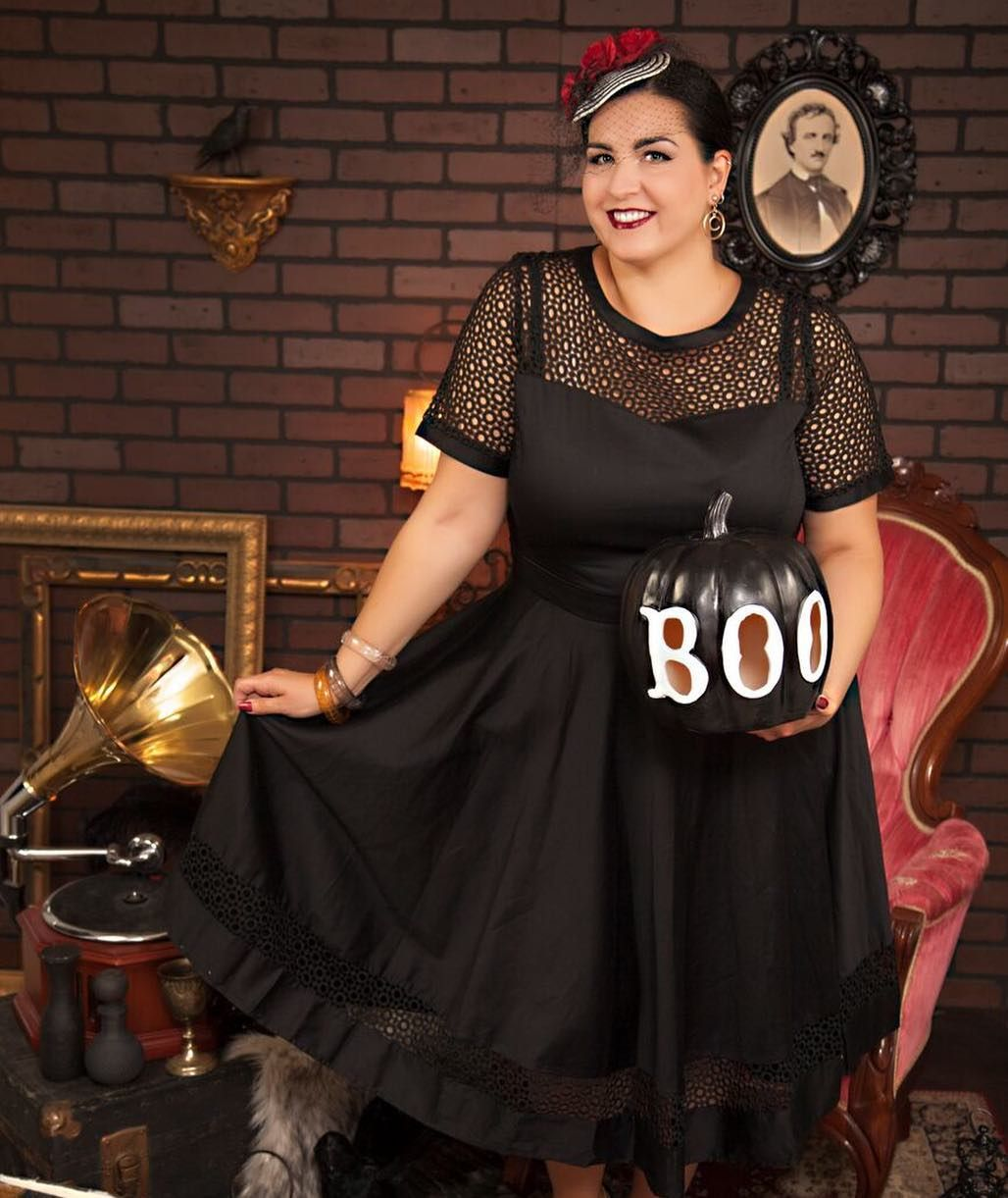 f619a751e0800e @buttercreambettie looks spookily glamorous in this Halloween shot  Halloween Shots, Vintage Inspired Fashion,