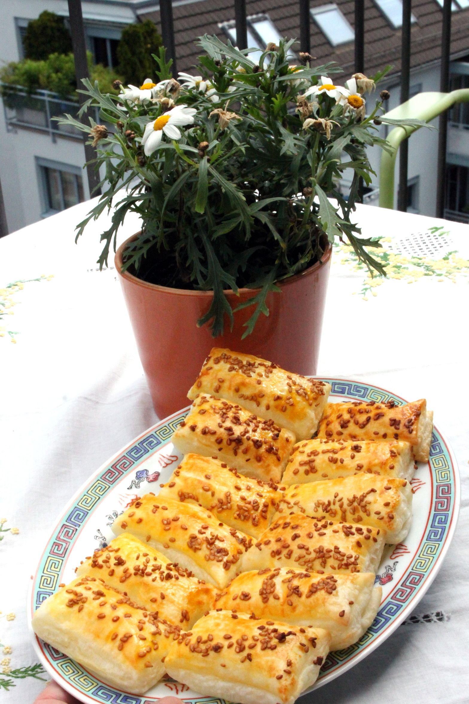 Easy to make salty pastry with sesame, made from leftover puff pastry. Puff pastry, Pastry