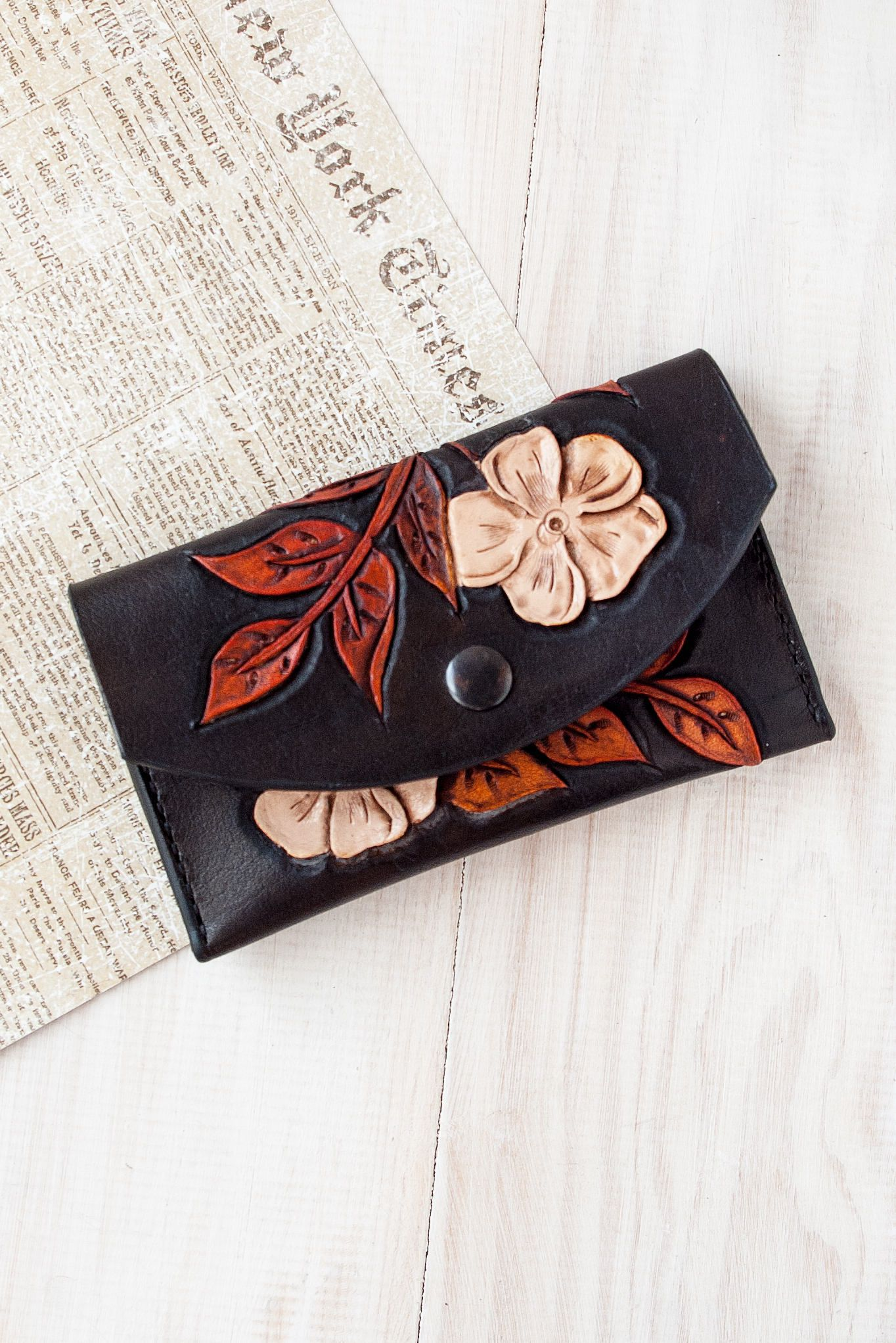 Pin By Ikleatherbag On Valentine S Day Gift Ideas For Him Her Wallets For Women Minimalist Wallet Thin Leather Wallet