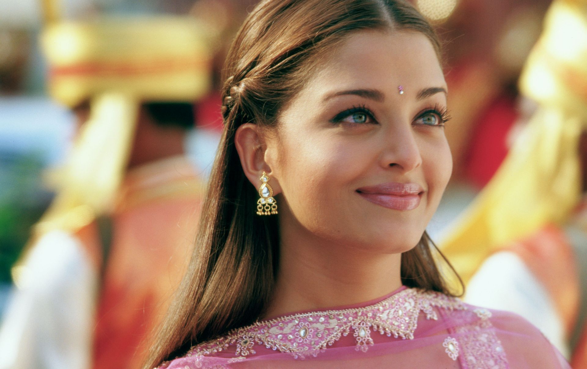 Aishwarya Rai In Bride And Prejudice Most Beautiful Women Bollywood Makeup Bride And Prejudice