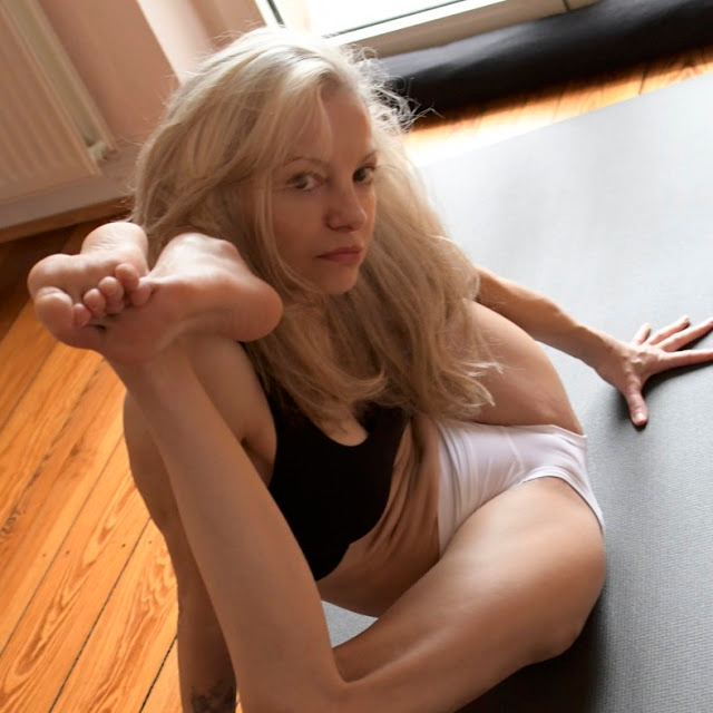 Yoga Flocke Body Art Youtube In 2020 New Instagram Youtube Art Body Art