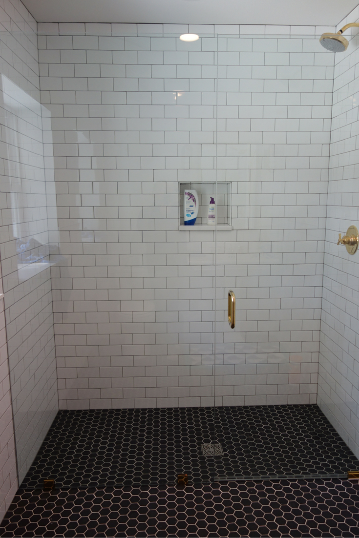 Roll in curbless shower with a frameless