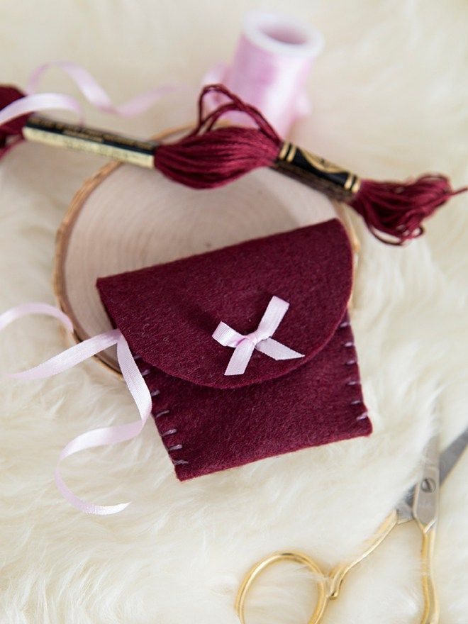You Have To See These Adorable Diy Felt Wedding Ring Pouches And Tutorials