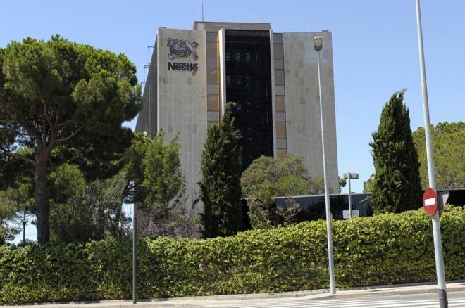 Un juez de Alicante ha imputado a los responsables de la multinacional Nestlé Waters por las lesiones que sufrió un hombre en un restaurante de Alicante tras beber una botella de s
