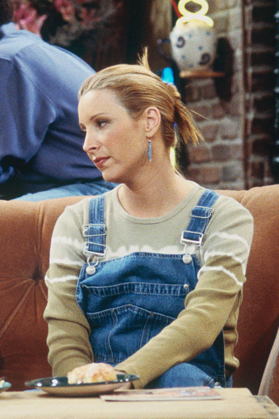 40 Kooky Phoebe Buffay Fashion Moments You Forgot You Were ...