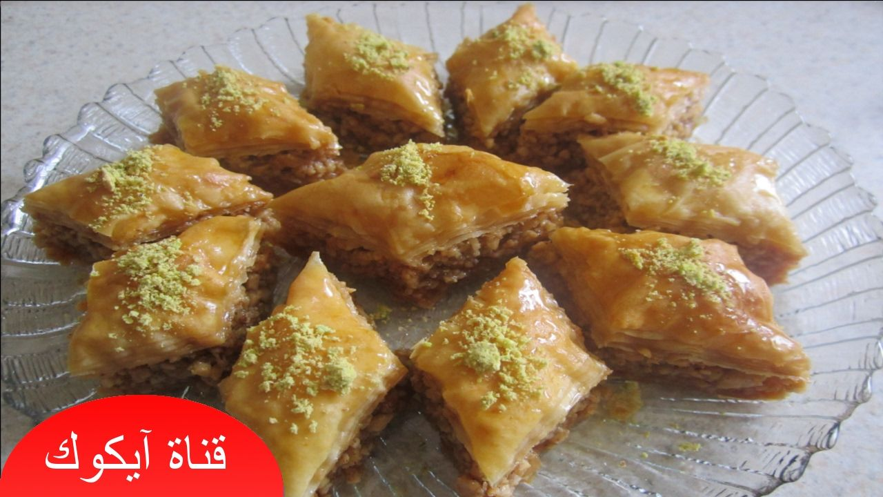 معمول أو كليجة نوع من الحلويات الشعبية المشهورة في المنطقة العربية وخاصة في لبنان وسوريا وفلسطين والعراق يتم عادة حش Sweet Pastries Arabic Sweets Arabic Food