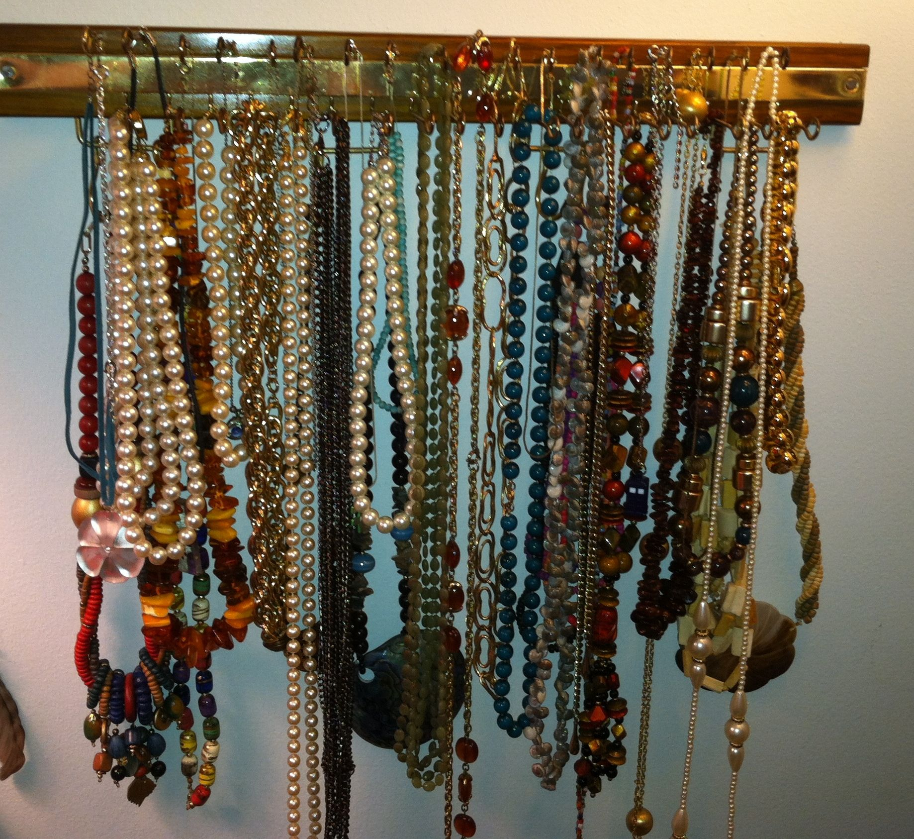 #DIY #Necklaces #Repurpose #Recycle #Jewelry #Creative #Holder #TieRack Just take an old tie rack and hang your necklaces from it. It helps organize them, and keeps them from tangling.