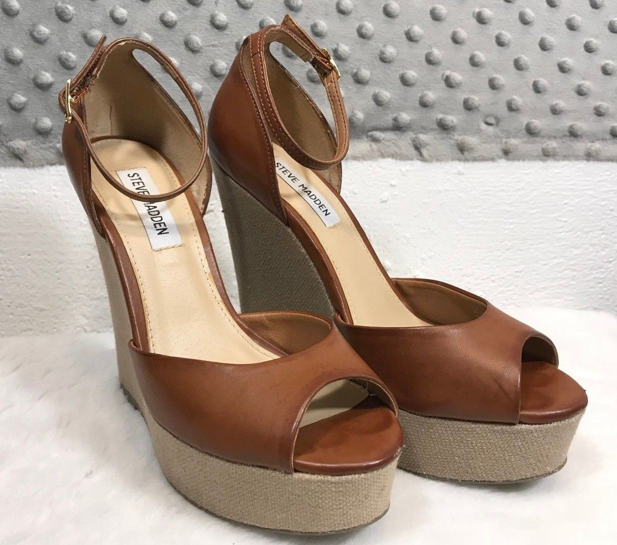 REDHEAD WOMENS SZ 7.5 SANDALS SHOES WEDGE HEELS STRAPPY BROWN RUBBER SOLE    A2