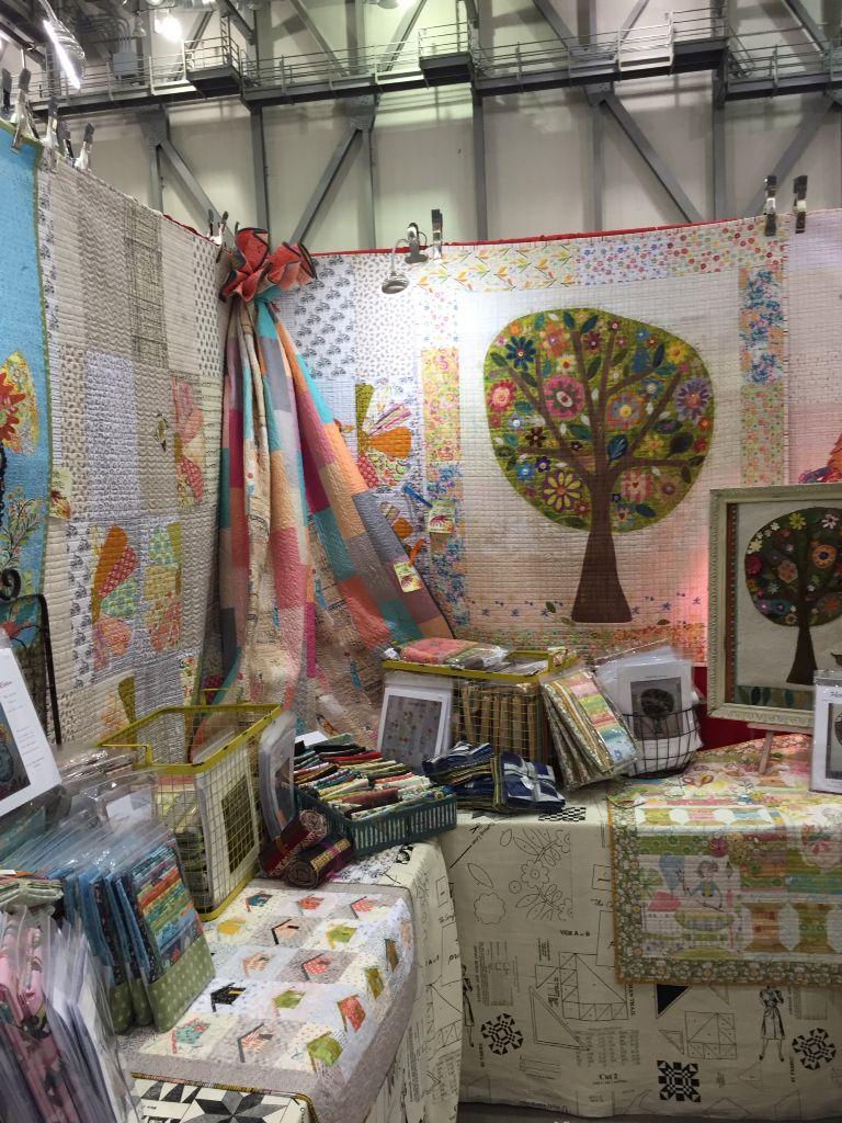 Laura Heine at Grand Rapids AQS Show. Hands down - the best booth ... : grand rapids quilt show - Adamdwight.com