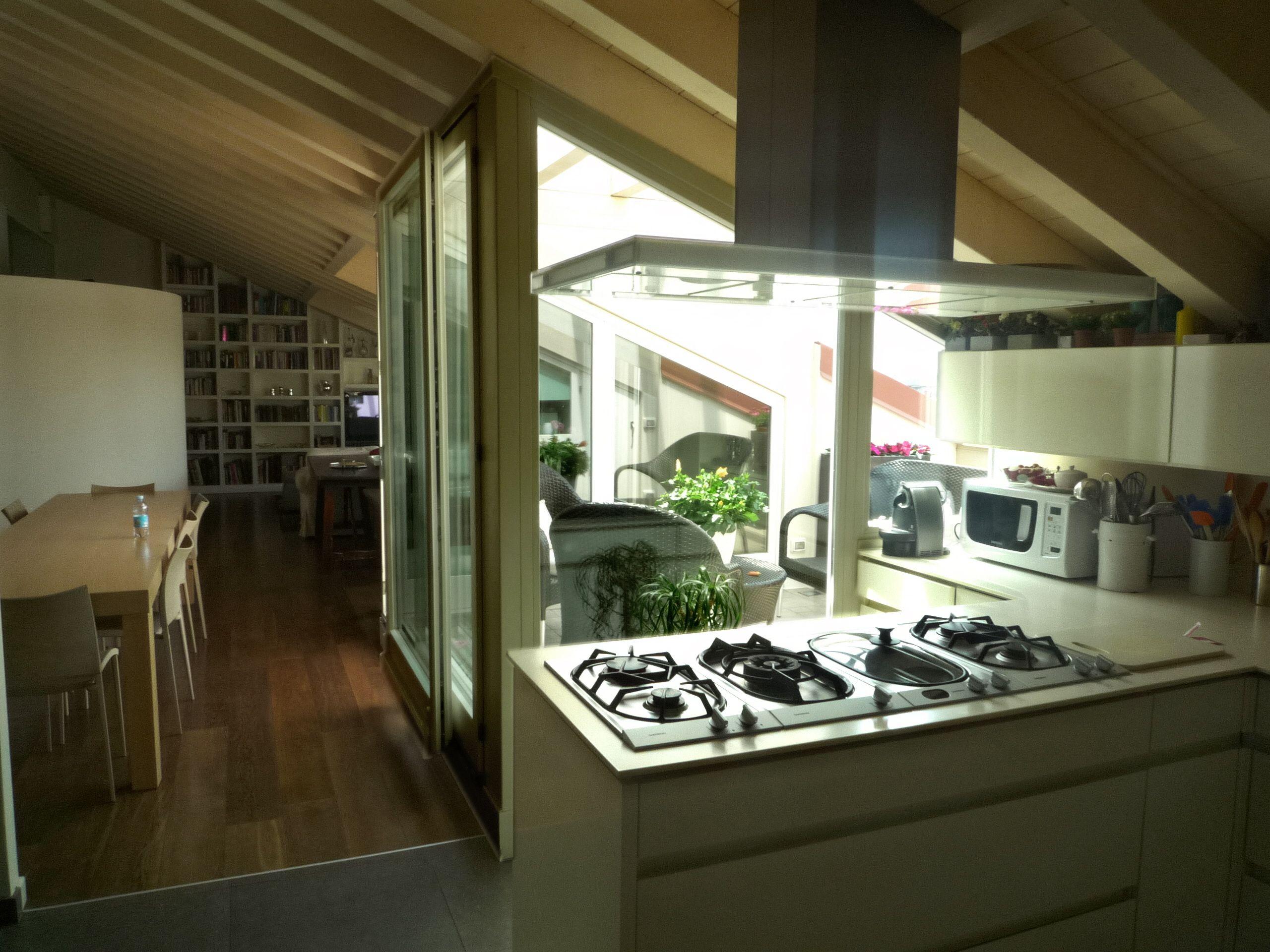 Attico mansarda con terrazzo giardino d 39 inverno - Giardino d inverno in terrazza ...