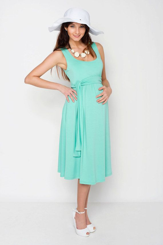 Viva la Mama   Nursing dress VERANO (mint). This dress is your beautiful companion during the pregnancy, for discreet breastfeeding and after the nursing period. The dress is a wonderful gift for Valentine's Day, birth or baby shower! With its integrated sash to be knotted below the breast, the dress is perfect for moms with or without a baby bump. It can be varied for different occasions, from elegant to casual.
