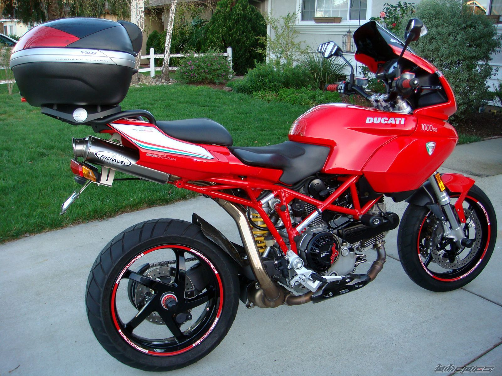 ducati multistrada 1000ds google keres s ducati multistrada 1000ds pinterest ducati. Black Bedroom Furniture Sets. Home Design Ideas