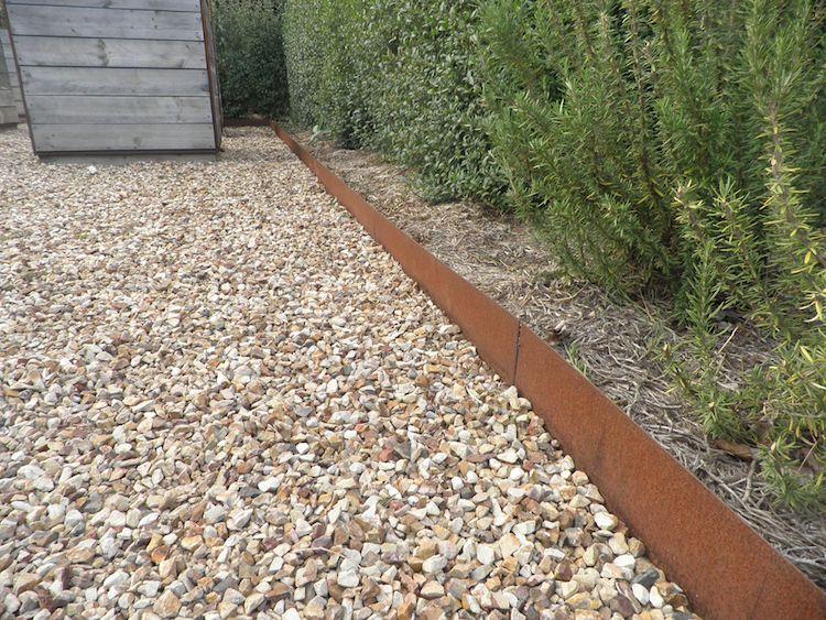 bordure de jardin focus sur les diff rents mat riaux et leurs caract ristiques propres. Black Bedroom Furniture Sets. Home Design Ideas