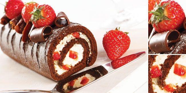 Vemale.com - Bolu Gulung Cokelat dengan potongan strawberry terasa lezat dan segar untuk memeriahkan Natal bersama keluarga tercinta.