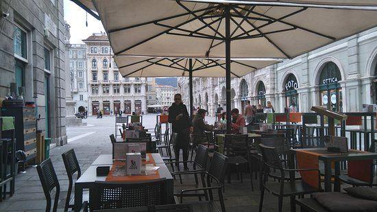 Il Bar Unità, immerso nella splendida cornice della Piazza