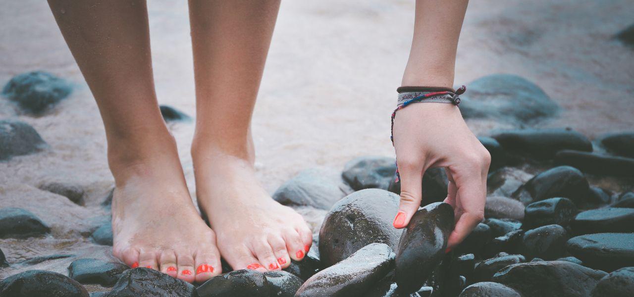 Barfuß laufen: Deswegen sollten wir öfter auf Schuhe