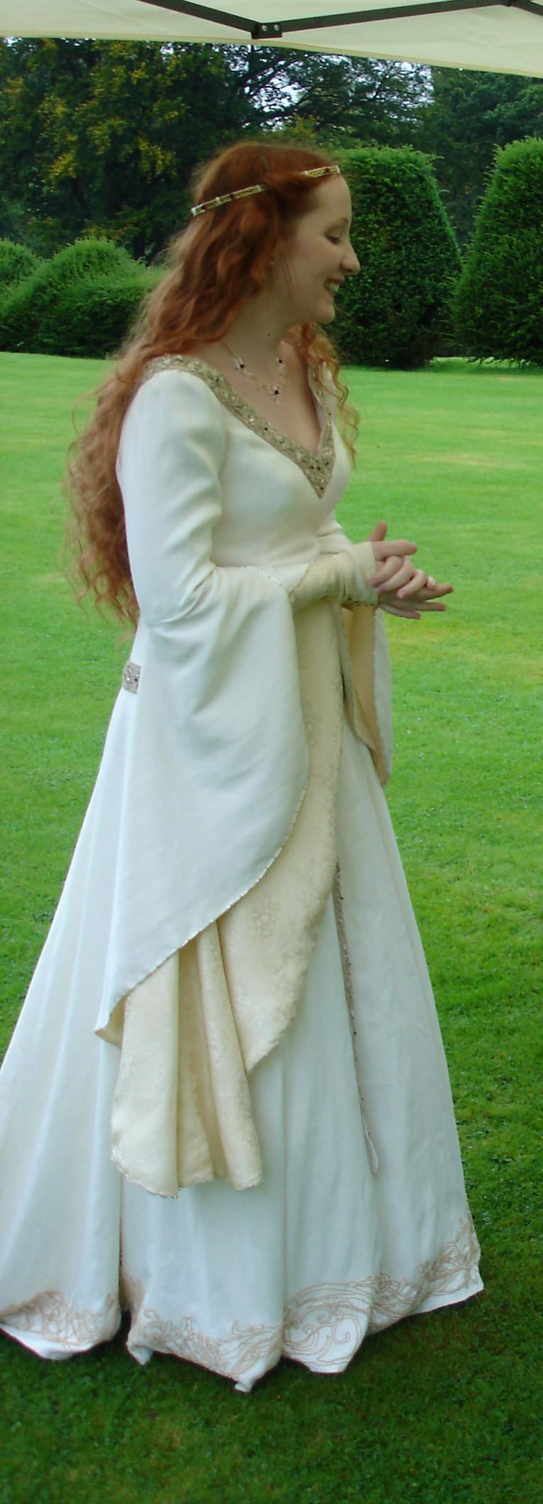 bell sleeve wedding dress - Google Search | Medieval Inspirations ...