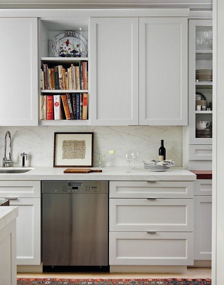 Nice small kitchen love the cutout cupboard for cookbooks for Nice small kitchen units