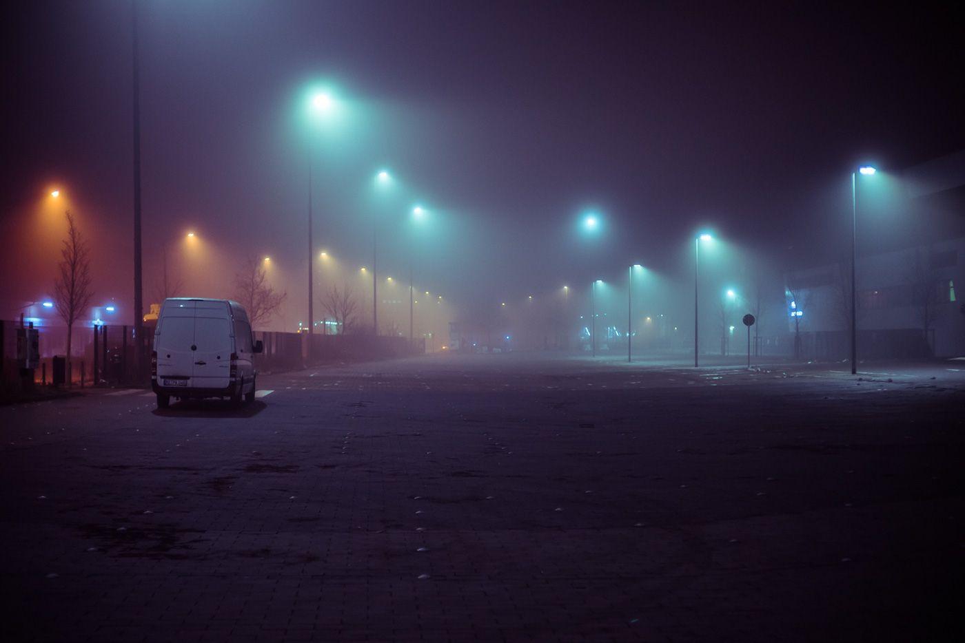 What The Fog On Behance Foto Nebbia Amburgo Dark street night fog light mist