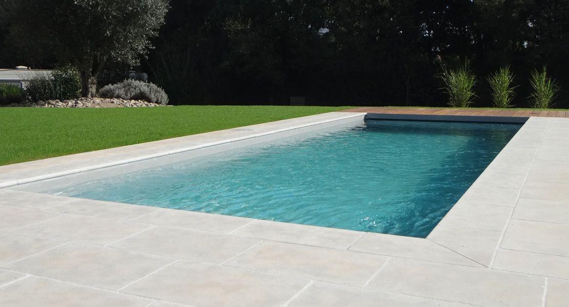 dallage piscine en pierres naturelles beige Terrasse et décoration