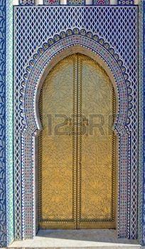 Antigua Puerta de oro del palacio real en Fes (Fez), Marruecos.  foto