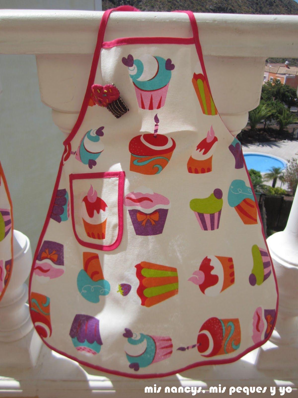 Mis nancys mis peques y yo delantal con cupcakes para for Agarraderas para ninos