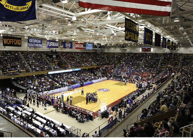 Crowd Western Carolina University Faculties Cellular