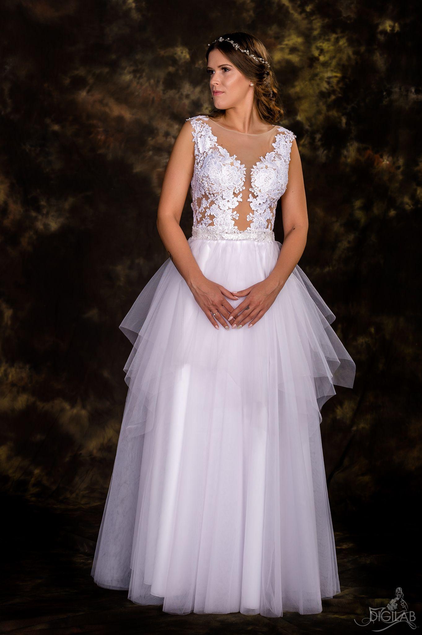 Egyedi tervezésű hófehér menyasszonyi ruha. próbálható a Nefelejcs  ruhaszalonban. 6942e93399