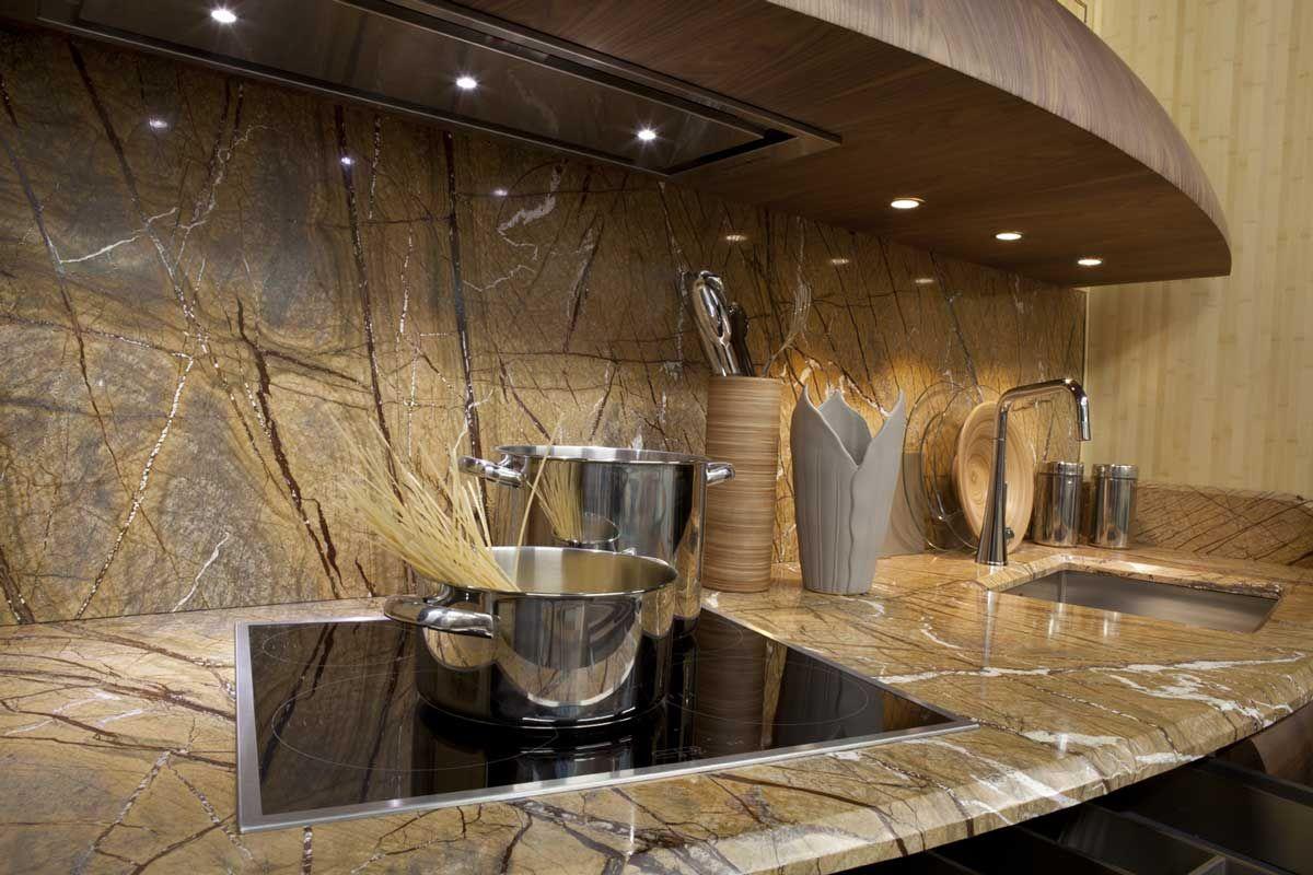 La naturale bellezza del #marmo. Piano #cucina in #forestgold ...
