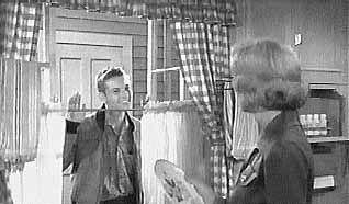 June Cleaver S Kitchen Leave It To Beaver June Cleaver Retro Tv
