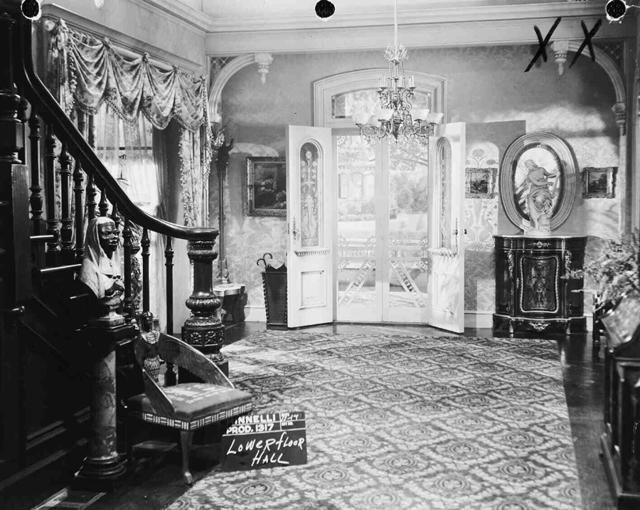 Foyer Home St Louis Reims : Entrance hall meet me in st louis doll house