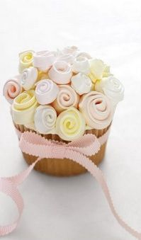 Pretty rosebud cupcake - Mother's Day