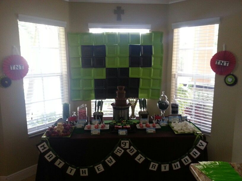 Mindcraft themed #candystation with a Milk Chocolate Fountain, Paper plate back drop easy to DIY!