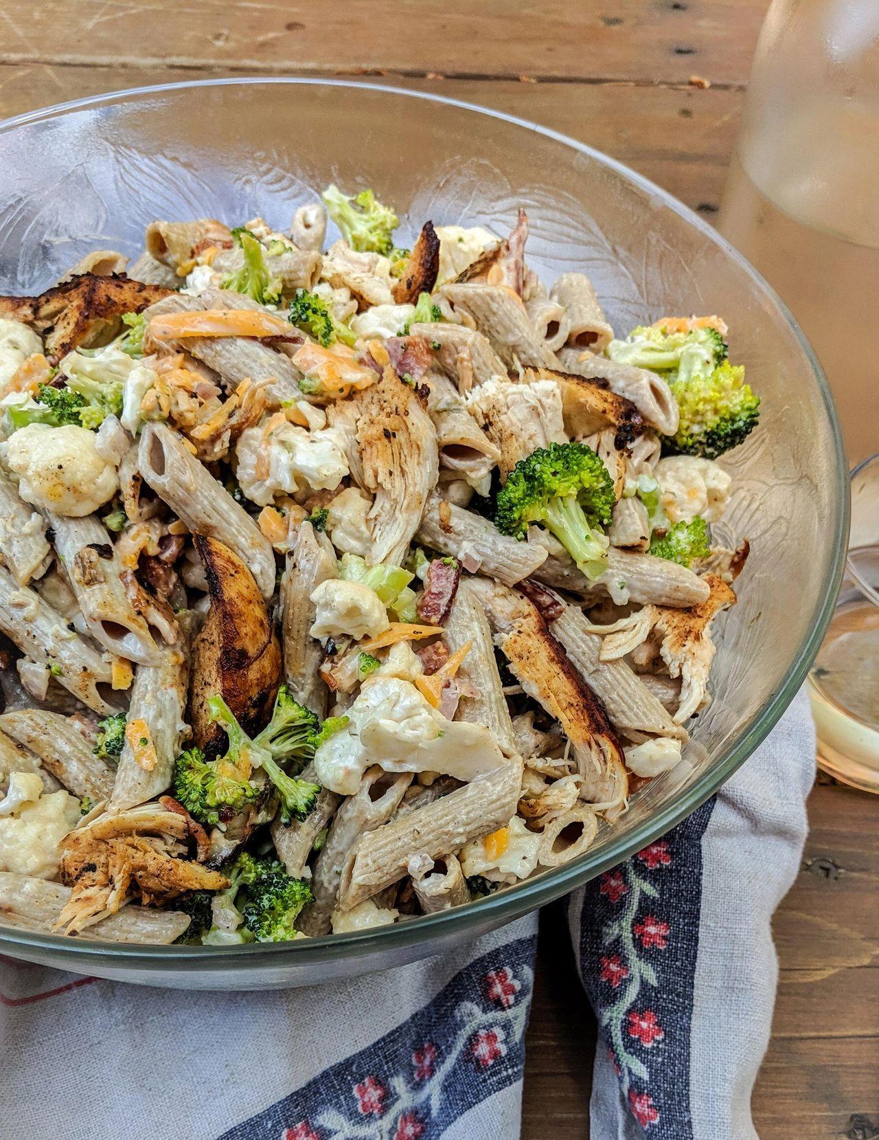 Salade de pâtes, brocoli, chou-fleur, poulet & bacon ...