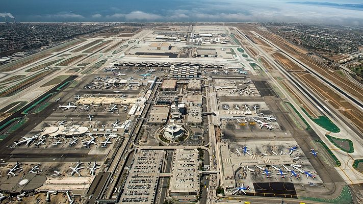 A Basic Guide To Los Angeles International Airport Los Angeles International Airport Los Angeles Tourism Los Angeles Airport