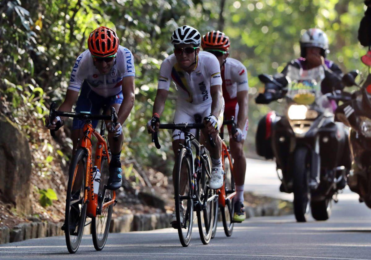 Vincenzo Nibali (vas.) oli hyvissä asemissa Rion maantieajossa ennen…