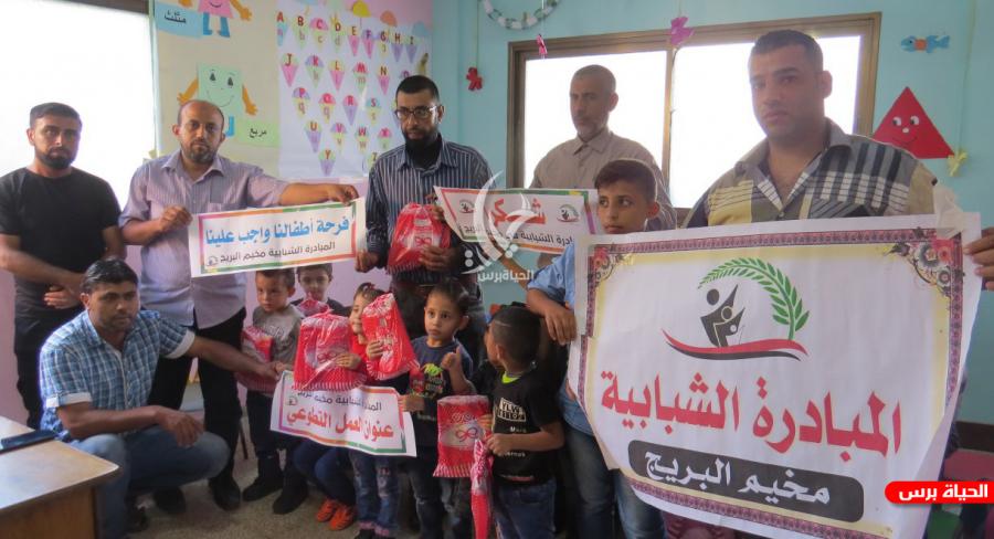 صور المبادرة الشبابية في البريج توزع الهدايا على الأطفال Baseball Cards Cards Baseball