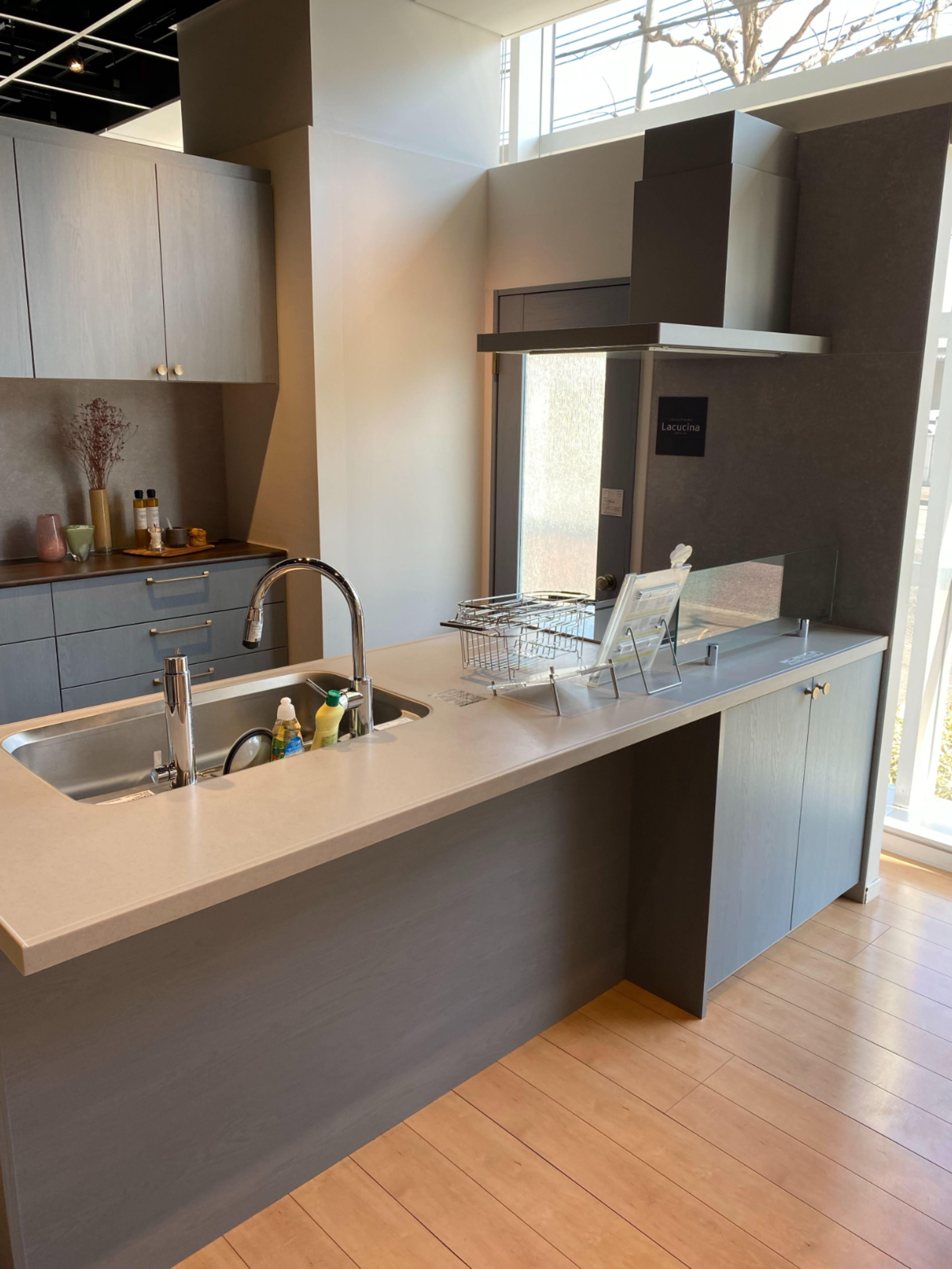 キッチン パナソニック 木目柄 対面キッチン キッチンパントリーのデザイン キッチンカウンター おしゃれ キッチンレイアウト