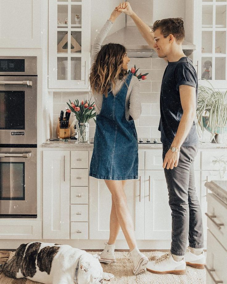 Cute couple photography inspiration. Photoshoot in the kitchen at ...