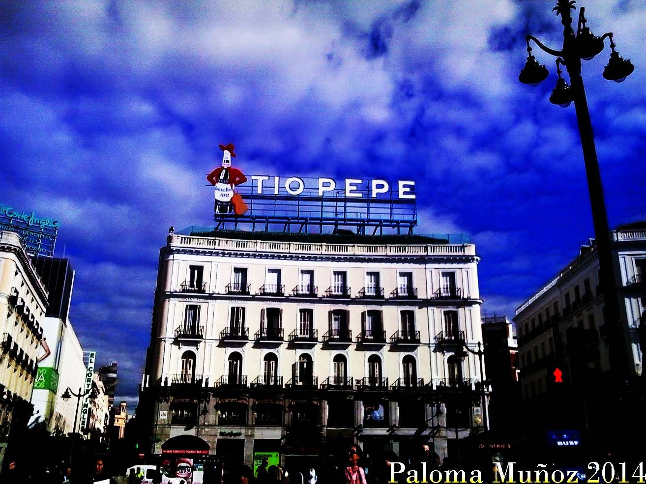 "Famoso anuncio de ""Tío Pepe"" ahora situado frente al edificio de la Presidencia de La Comunidad de Madrid. famous Tio Pepe sign, located opposite the seat of the Presidency of the Community of Madrid"