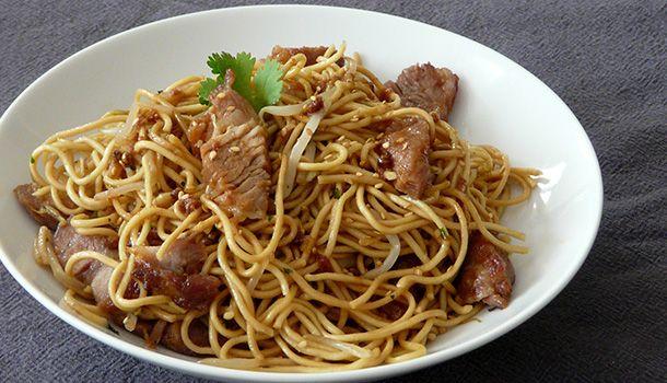 Nouilles sautées au porc caramélisé - Simple & Gourmand