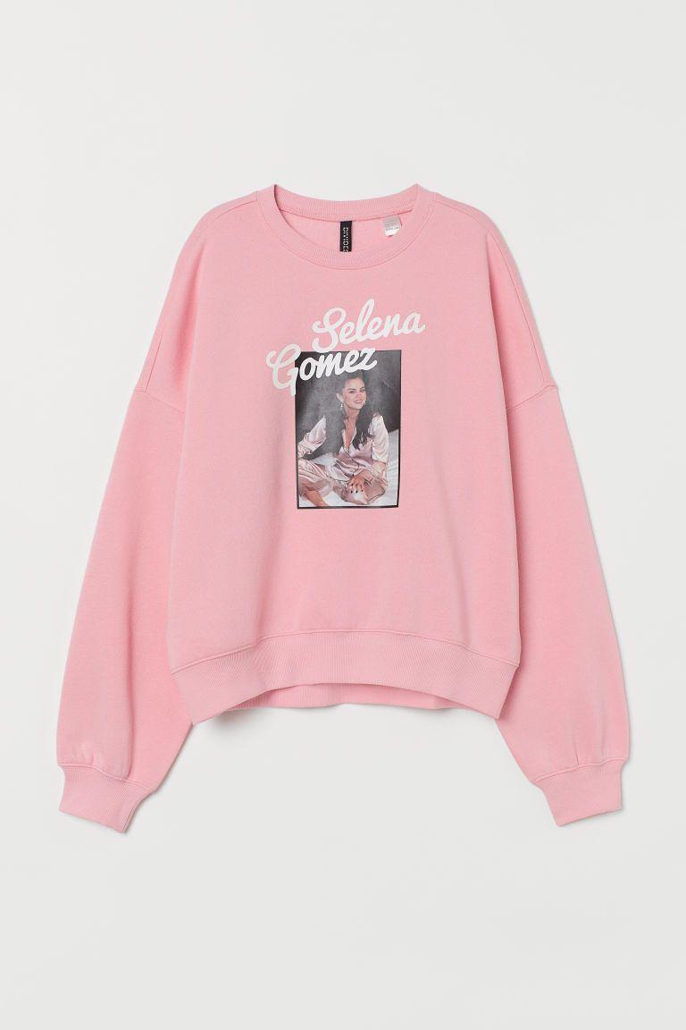 Predownload: Printed Sweatshirt Light Pink Selena Gomez Ladies H M Ie In 2020 Sweatshirts Printed Sweatshirts Vintage Tee Shirts [ 1152 x 768 Pixel ]
