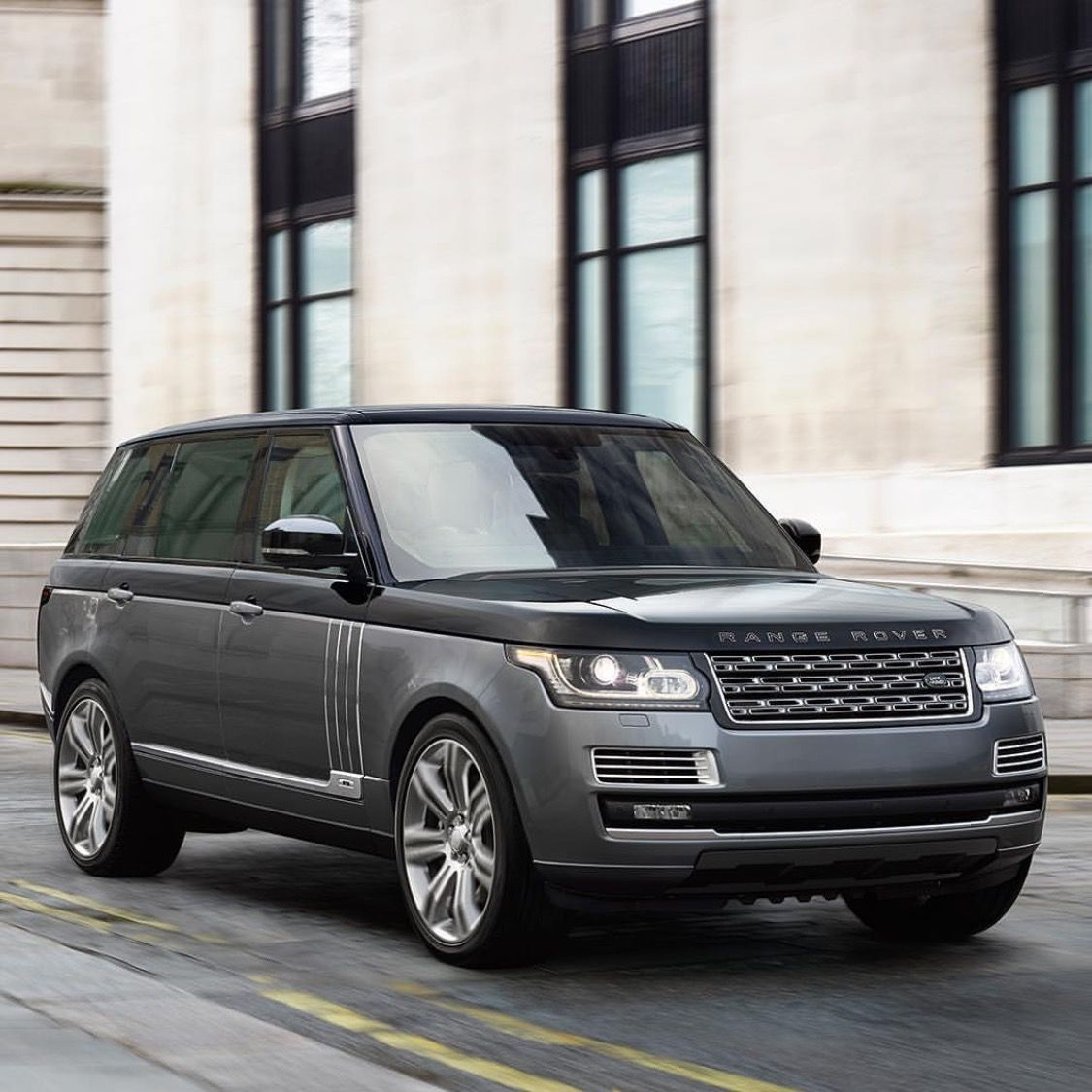 Land rover unveiled the new range rover sv auto biography at the new york international auto show in 2015 and thus adds even more luxury