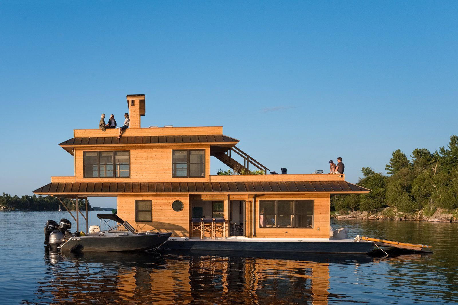 Dwell Top 5 Homes Of The Week That Are Strongly Connected To Bodies Of Water Roofing Floating House Roofing Systems