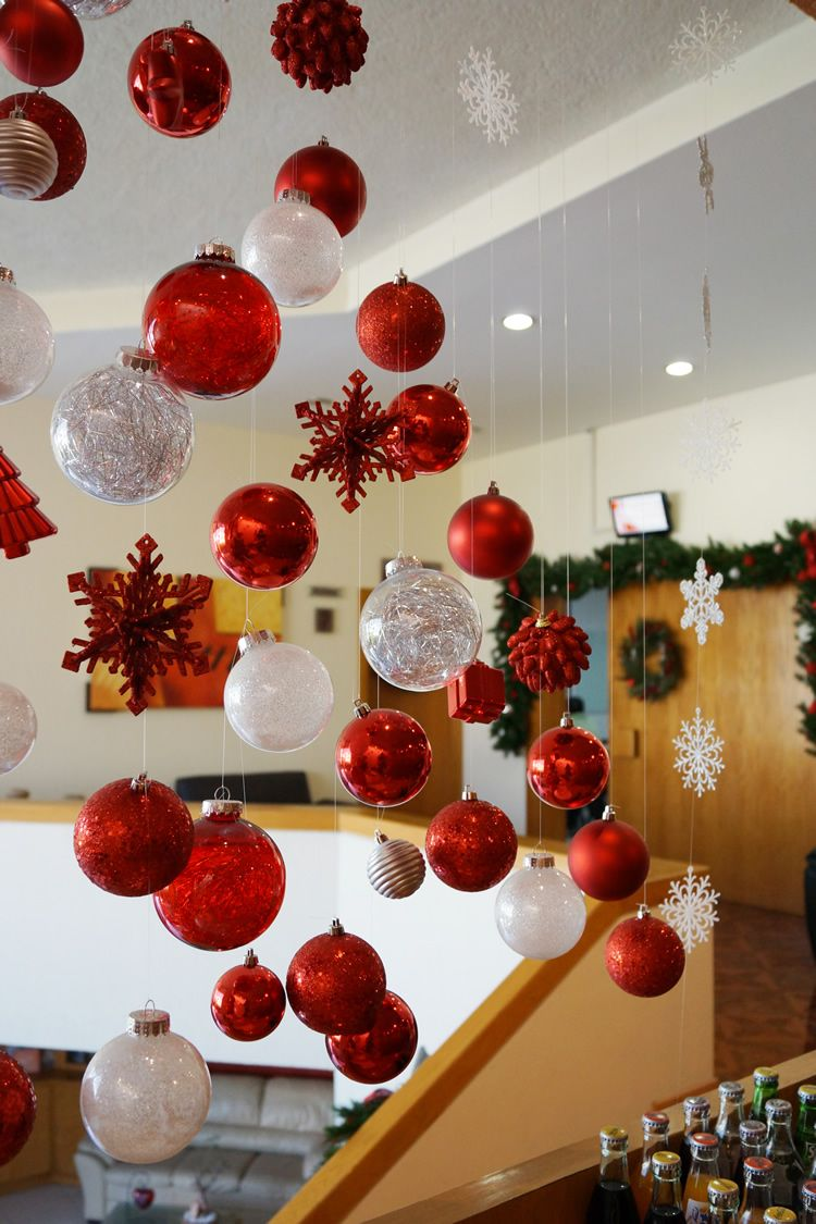 Decorando para la navidad en navidad oficinas y navidad for Ideas para adornar puertas en navidad