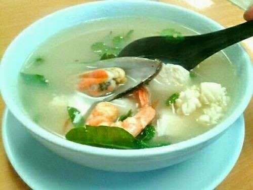 Potak Seafood Soup Thailand Recipe in 10 Minutes! You don't need to cook the soup broth for hours. Learn how to cook your seafood soup in a matter of minutes.
