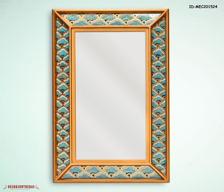 Espejo decorativo hecho a mano con estructura de madera y for Decoracion en madera para el hogar