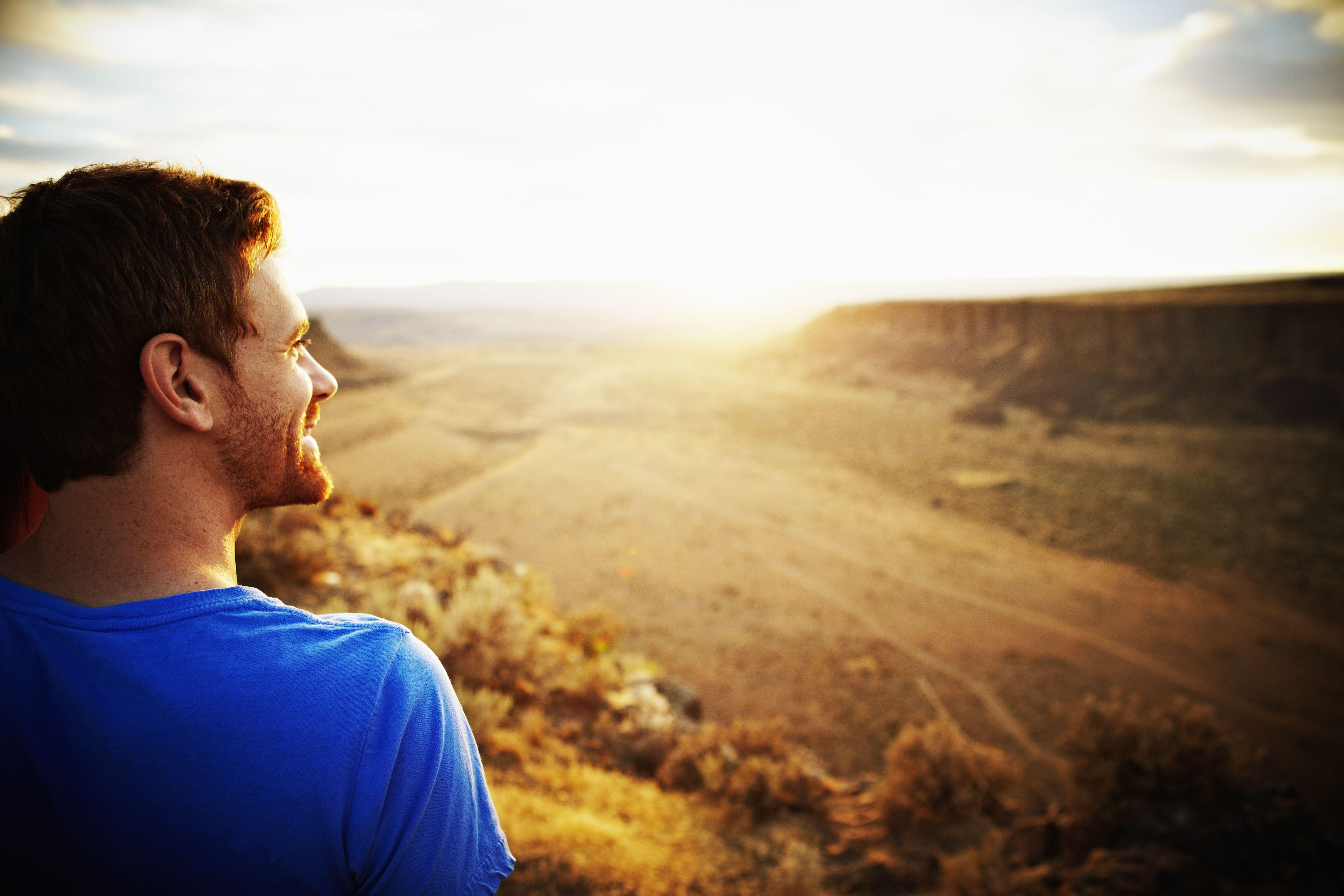 девушка уверенностью фото парень думает о смысле жизни существовании